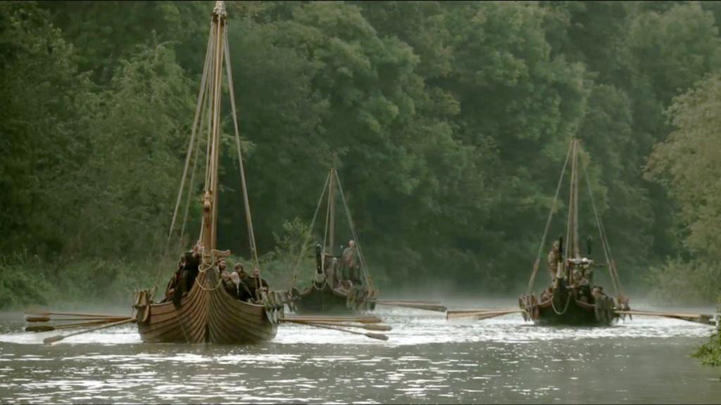 Remontée d'une rivière par une flotte viking. La Seine fut une route privilégiée par les Vikings. Scène de la série TV Vikings.
