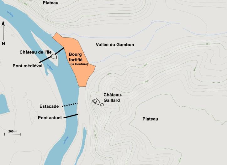 Le complexe fortifié des Andelys. Il se compose de cinq éléments dont Château-Gaillard. La Seine est dessinée selon son tracé actuelle (fond de carte : Mapbox).