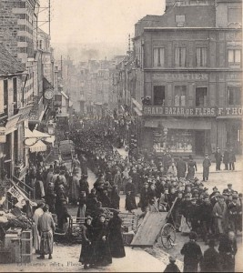 Défilé des ouvriers grévistes de Flers en 1907. Une des plus longues grèves en Normandie.